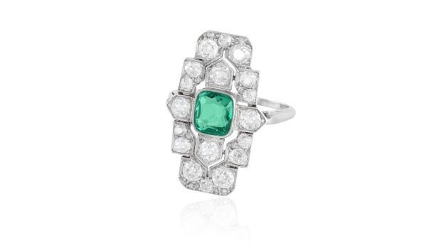 Lot 35 1925 Art deco diamond and emerald ring (€4,500 - €5,500)