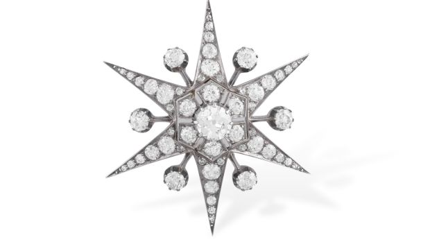Lot 22 Star shaped brooch from 1890 (€5,000 - €7,000)