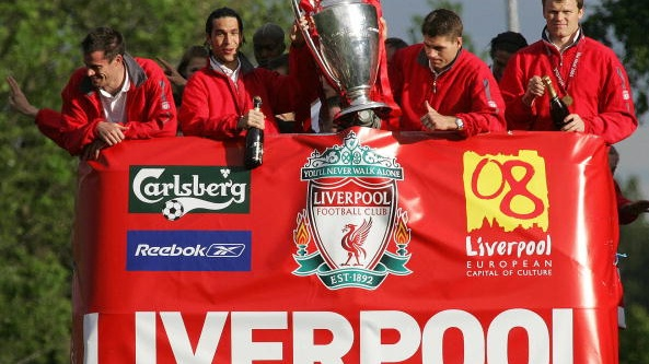 The 2005 Liverpool team show the Champions League trophy to the thousands of fans gathered to welcome them home. Photograph: Getty Images