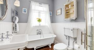 Family bathroom at 140 New Cabra Road