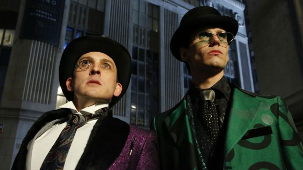 Robin Lord Taylor as the Penguin and Cory Michael Smith as the Riddler in Gotham