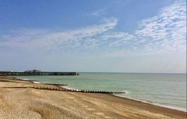 England: two-bedroom apartment with views of the English Channel