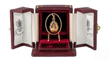 The Faberge gold Russian egg pendant (€8,000-€12,000)