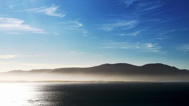 There are many options for walking on the peninsula, but I opted to circle around its seaward end.