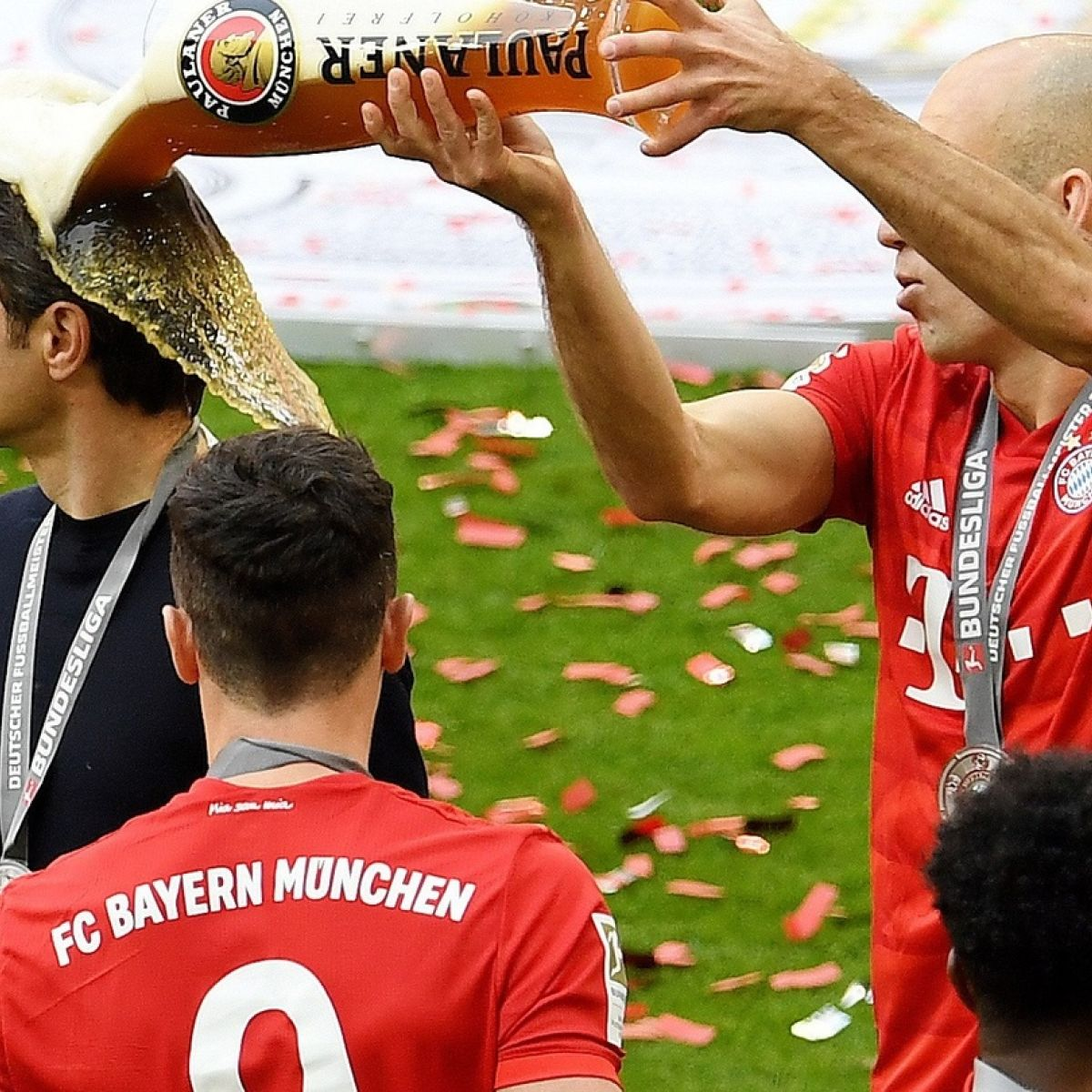 Ribery and Robben bow out as Bayern seal Bundesliga title