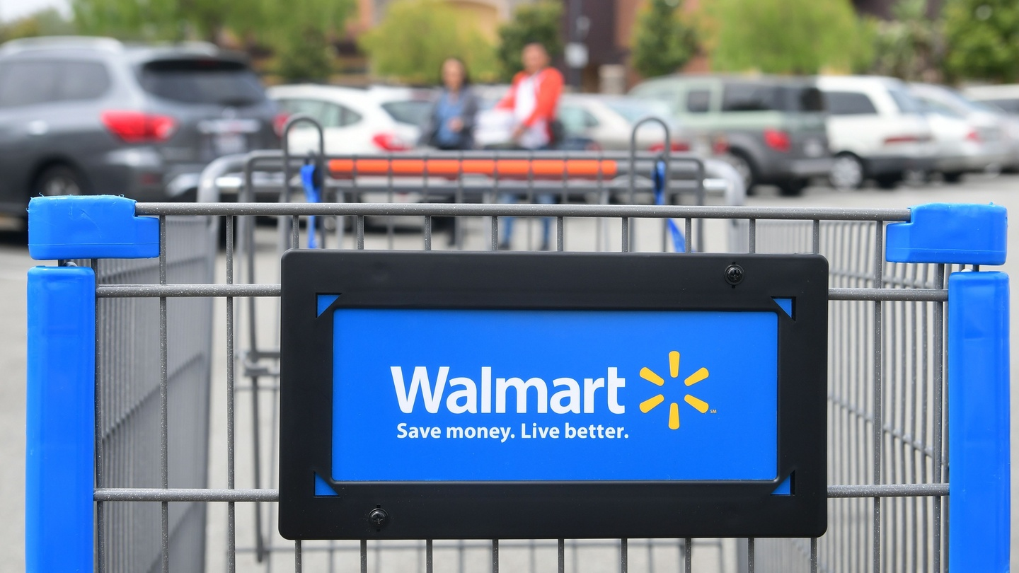 Walmart faces pressure over chief's $24m pay package