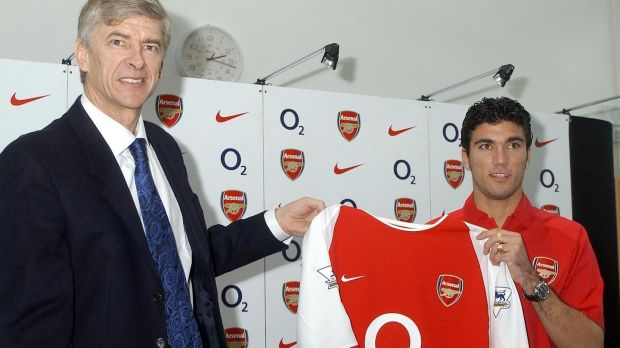 Jose Antonio Reyes with Arsene Wenger after signing for Arsenal. Photograph: John Stillwell/PA