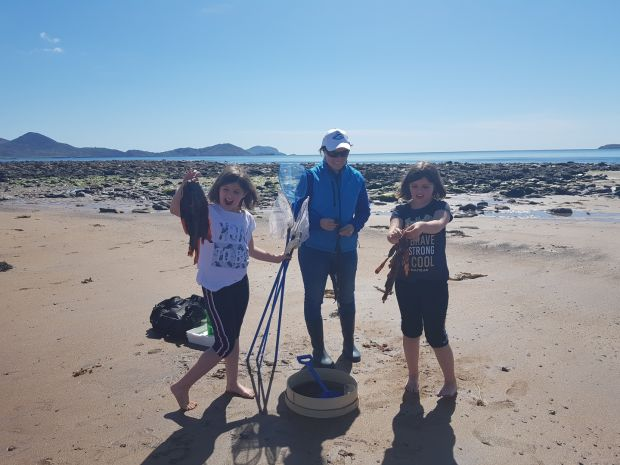 Joya and Priya learning about seaweed and other marine life on the beach at Ballinaskelligs Bay with Lucy Hunt of Sea Synergy