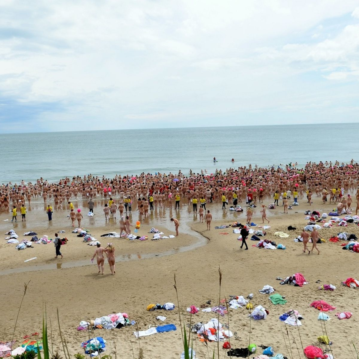 Wicklow Voice | Thousands of women strip for cancer