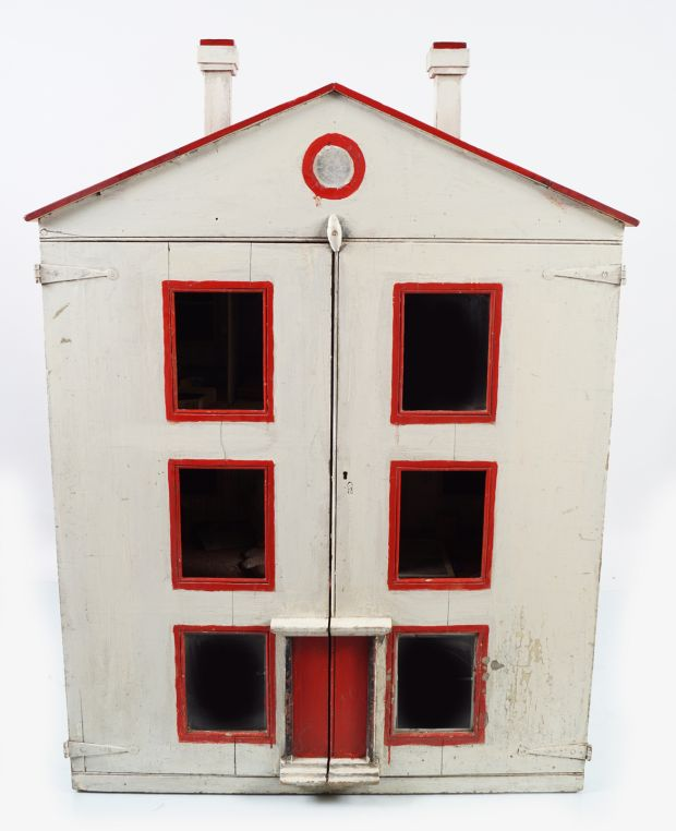 The Blunden sisters' doll house, which was electrified by their grandfather, Prof John Purser, €200- €300