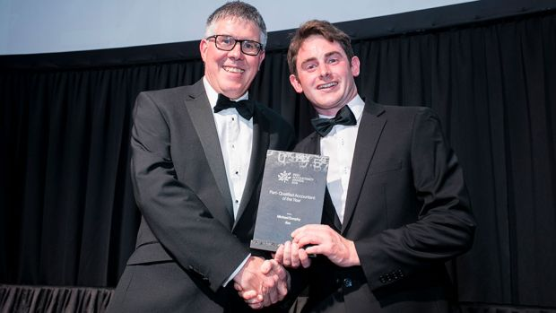 Dave O'Donoghue, Managing Director, AccountancySchool.ie, presents the Part - Qualified Accountant of the Year award to Michael Dunphy, ifac.