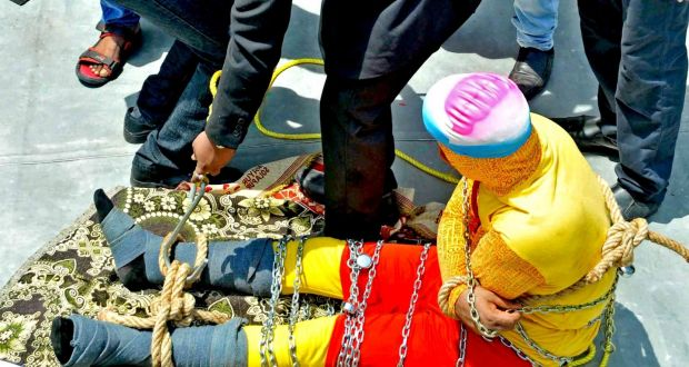 Indian magician feared drowned in Houdini-like river stunt