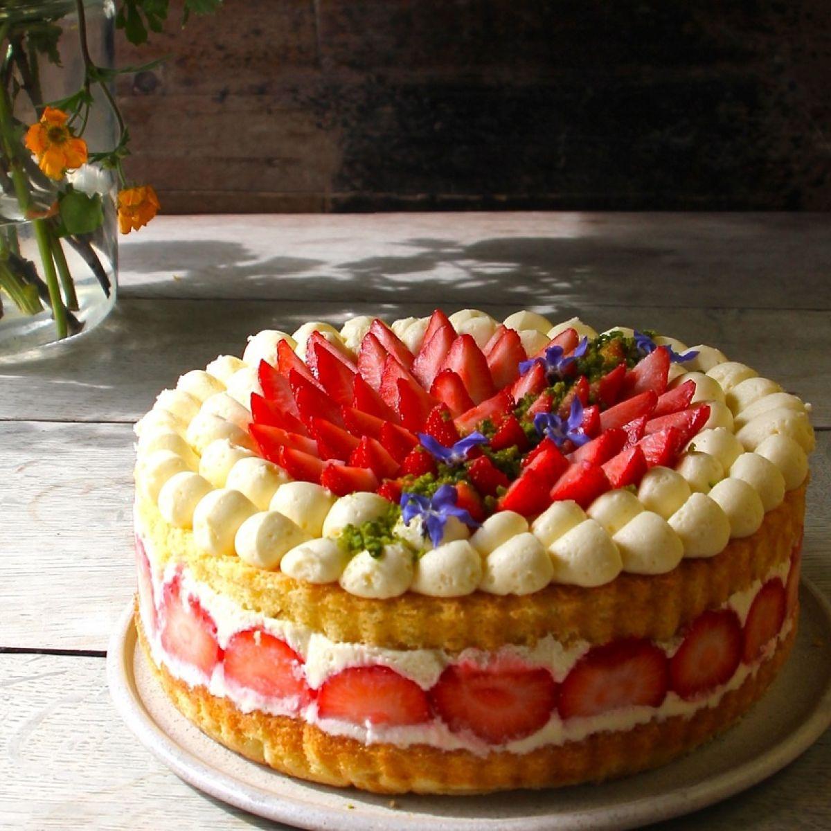 Victoria Sponge With Vanilla Cream And Strawberries