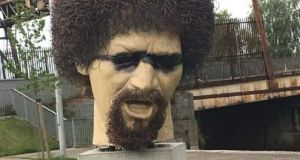The Luke Kelly statue after being daubed with black paint.