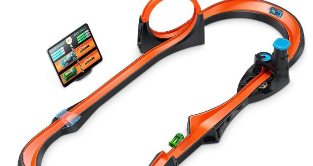 hot wheels smart track kit: two hot wheels id racers, a smart portal and