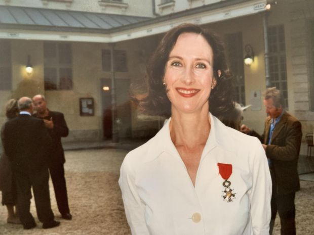 Lara Marlowe was made a Chevalier de la Légion d'honneur in 2006 for her contribution to Franco-Irish relations.