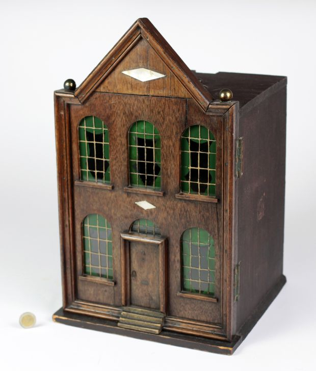 Lot 481: Vivien Greene's The Travelling Baby House from 1810, €3,000 - €4,000