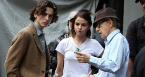 Timothée Chalamet and Selena Gomez with director Woody Allen on the set of A Rainy Day in New York. The film has just been unveiled in Poland. Further releases are planned, but there is no sign of it emerging in these territories.