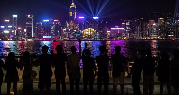 Hong Kong protesters form huma...