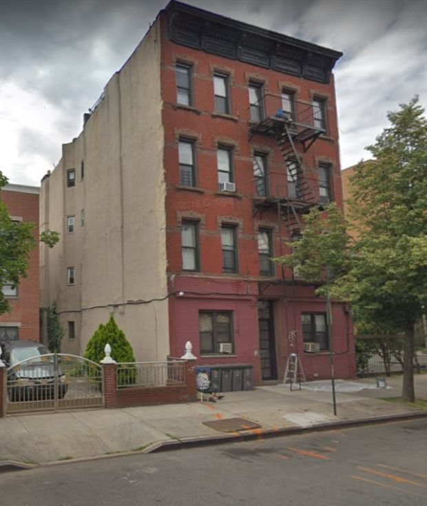 The body was found at 880 Gates Avenue in Brooklyn. Image: Google Streetview