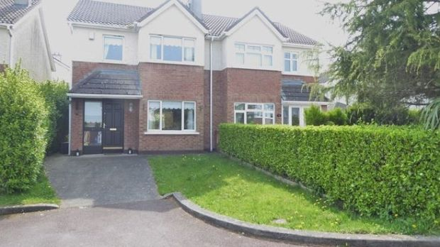 10 Verschoyle Heights, Saggart, Dublin 24: semi-detached house in good decorative order