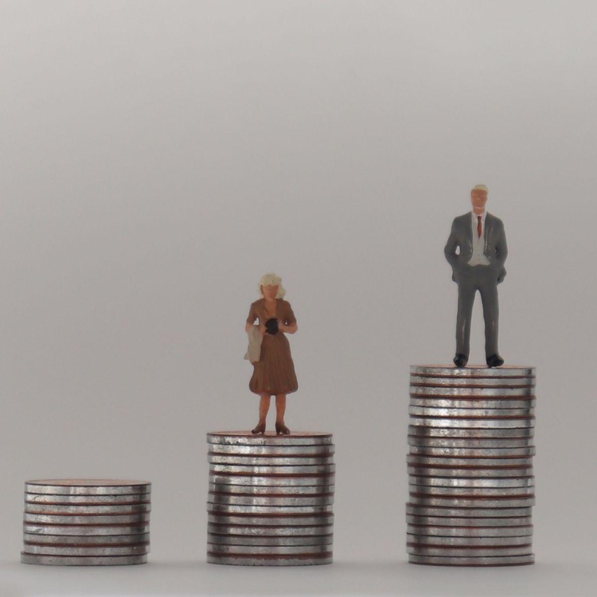 Irish women retire on €153 a week less than men – ESRI