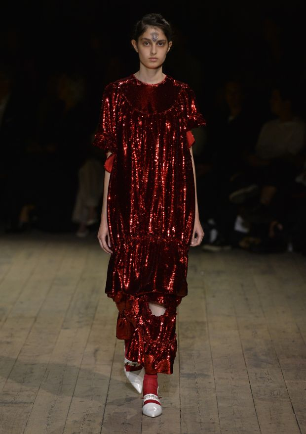 London Fashion Week Exquisite Simone Rocha Display Puts Irish Stars On Catwalk