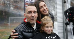 Fernando Ricksen with his wife Veronika and daughter Isabelle in 2016. Photo: VI Images via Getty Images