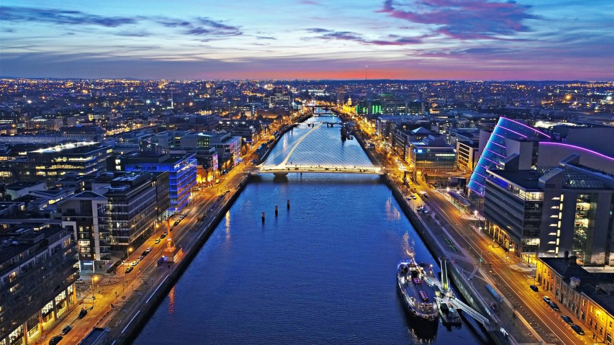 Brexit: Almost 30 financial groups move operations from London to Dublin