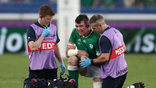 Peter O'Mahony receives medical attention. Photo: Behrouz MehrI/Getty Images