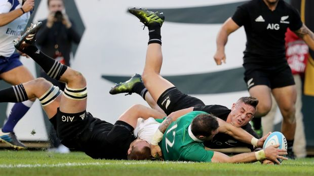 Robbie Henshaw gets over the line in Chicago.
