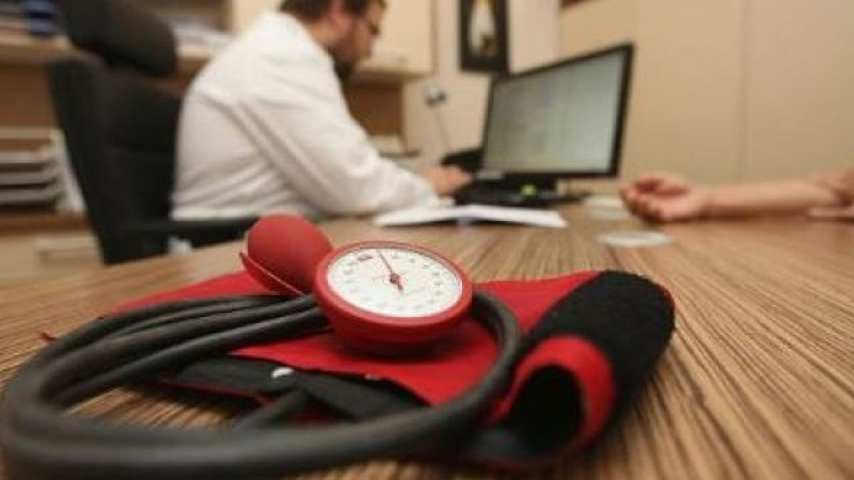 Hospital consultants and non-consultant doctors set to ballot for industrial action