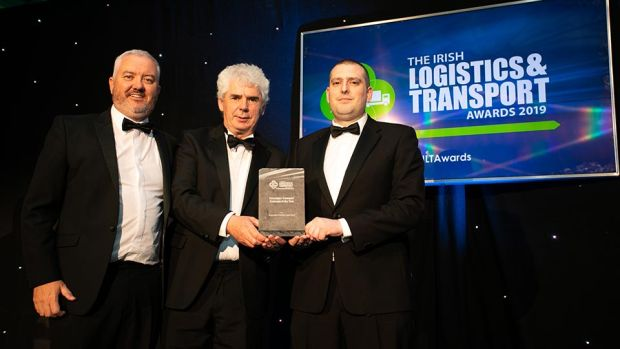 Ciarán Miller, Managing Director, Linde Material Handling Ireland presents the Logistics & Transport SME Company of the Year award to Gerry Murphy, Virginia International Logistics.