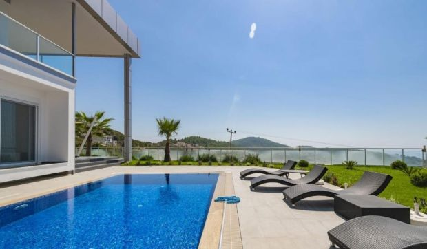 Turkey: three-bed house with pool near Kargicak