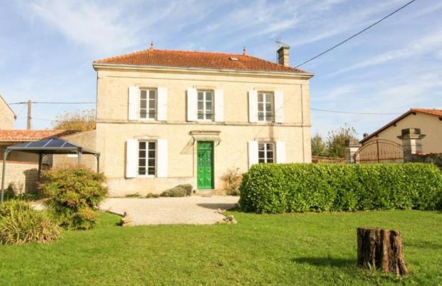 France: Villeneuve-la-Comtesse five-bed