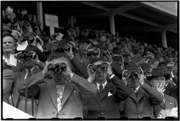 Henri Cartier-Bresson: Races, Thurles, Ireland, June 1952. Fondation HCB Paris/Magnum Photos
