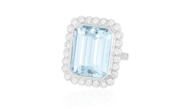 15ct aquamarine and diamond ring €2,500–€3,500