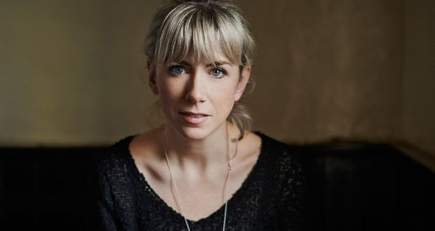 Muireann Nic Amhlaoibh recorded a sung version of the Blasket Island slow air Port na bPúcaí