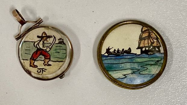 Two tiny ink and watercolour drawings in lapel mounts (€600-€800)