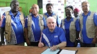 Bertie Ahern announces referendum result in Papua New Guinea