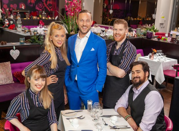 Libby, Alice, Mateo, Pete and Ethan in First Dates Ireland
