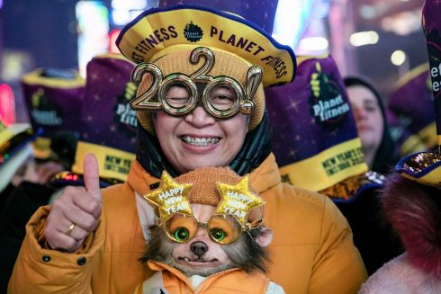 New York: A reveler celebrates New Year's Eve in Times Square in the Manhattan borough of New York City, U.S., December 31, 2019. Photo : REUTERS/Jeenah Moon.