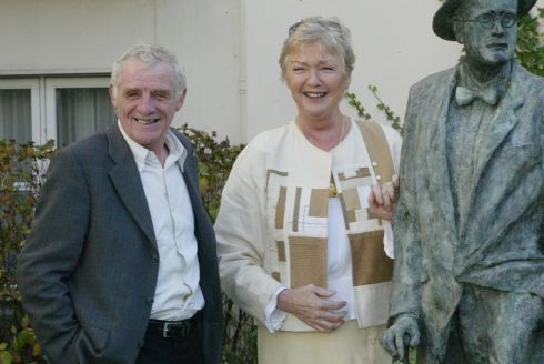 Eamon Dunphy and Marian Finucane in the gardens of the Merrion Hotel for the launch of RTÉ's new Saturday morning radio schedule in 2006. Photograph: Collins