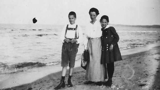 Ursula's grandmother Lotte with her children, Urssula's father Werner and aunt Ilse in 1919