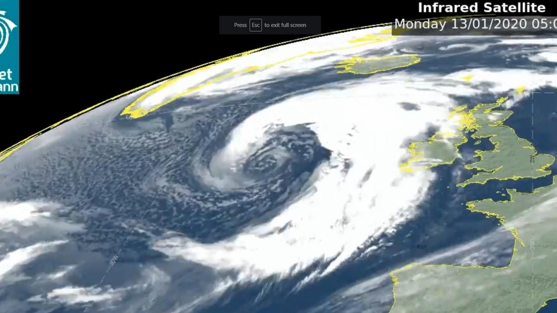 Storm Brendan hits west coast bringing winds near 100km/h
