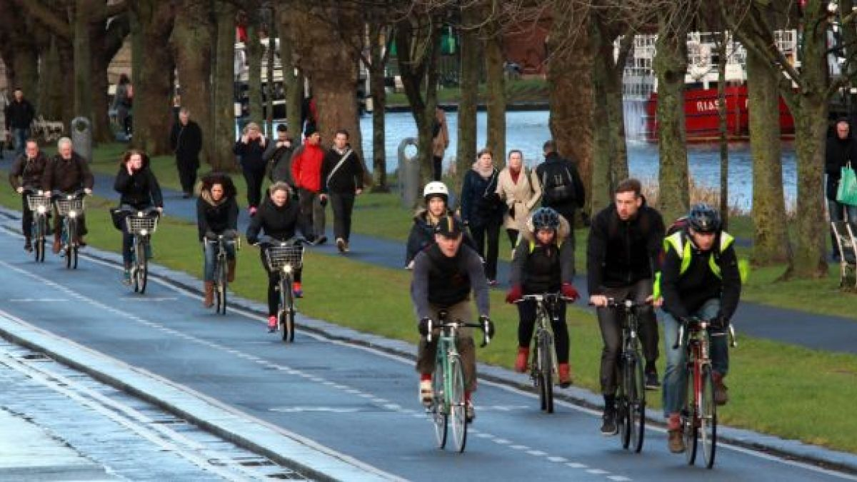 Proper cycling infrastructure 'easiest way to reduce public transport overcrowding'