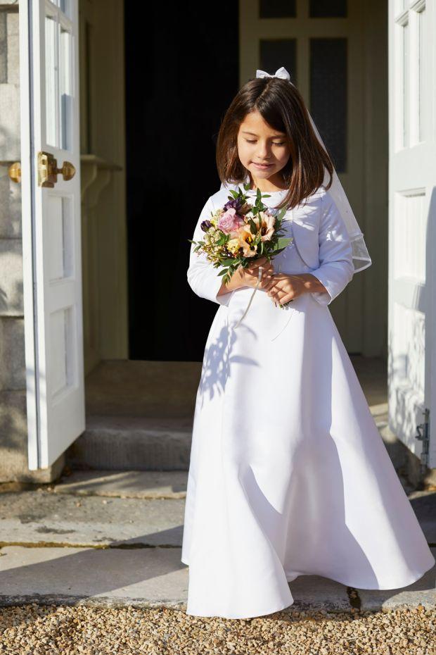 Taylor: robe, 80 €; voile d'arc, 20 € chez Dunnes Stores.