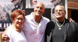 "Dwayne ""The Rock"" Johnson (c) with his mother Ata and father Rocky. Photo: Michael Tran/FilmMagic"