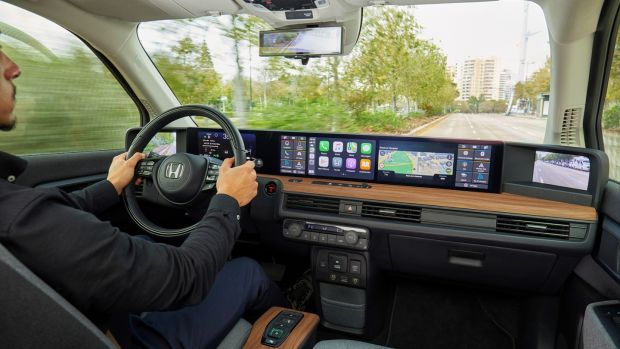 Inside the cabin the Honda e is a technological showcase. Five digital displays stretch across the full width of the dash. Connectivity is impressive too with Honda's integrated artificial intelligence at its core.