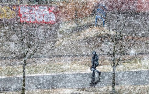 A man walks during heavy snowfall in Minsk, Belarus February 12, 2020.  Photograph : Vasily Fedosenko/Reuters